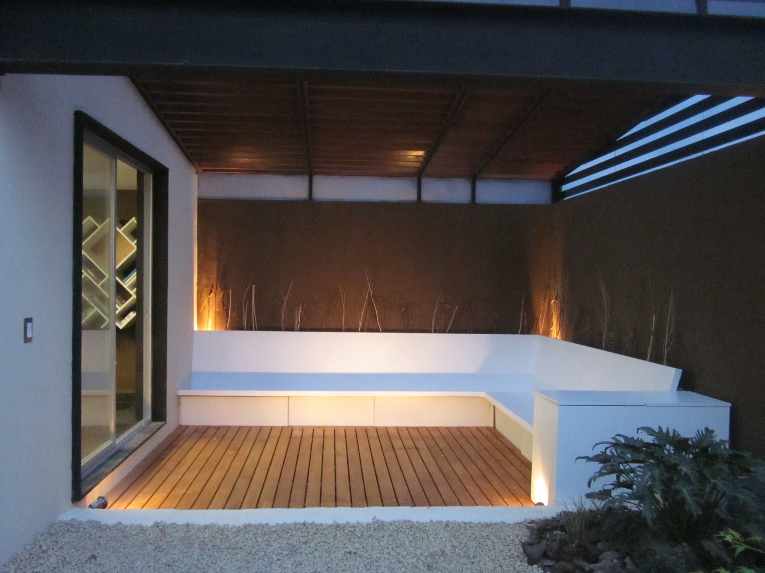 La terraza con roof garden colores en contraste la pureza - Terrazas en madera ...