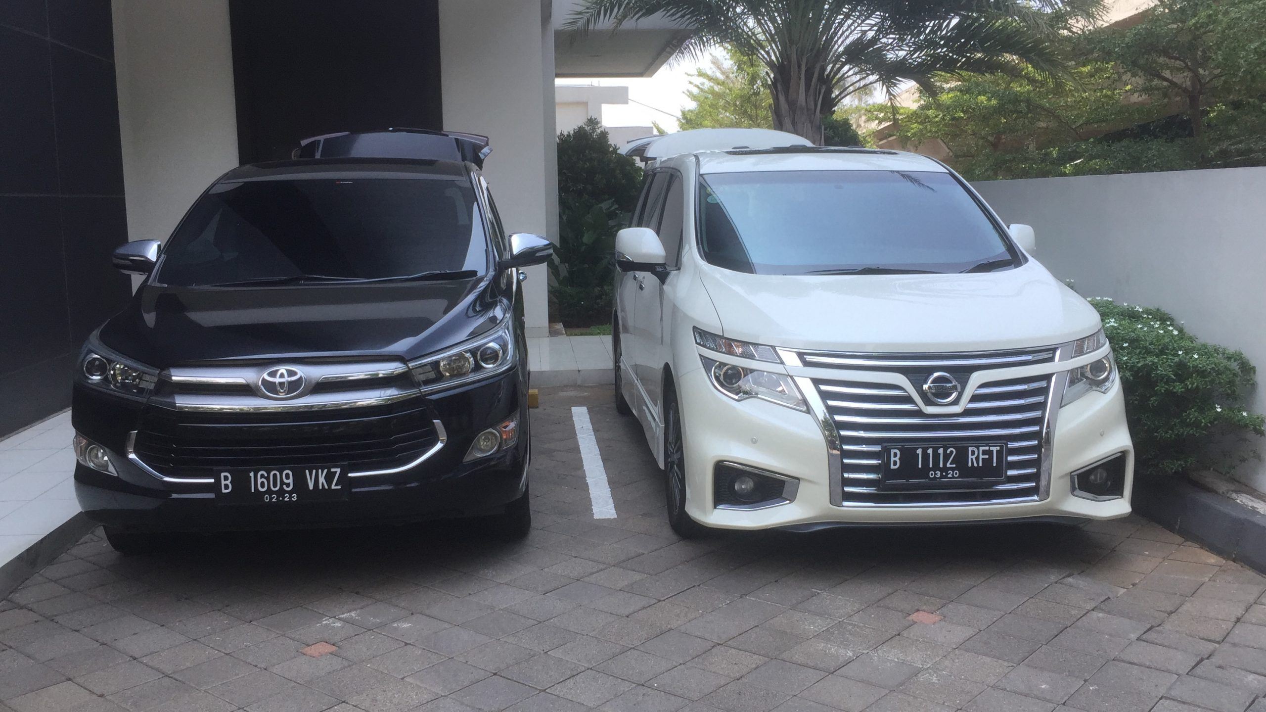 Rental Mobil Hotel Indonesia Kempinski Toyota Camry Kendaraan Mobil