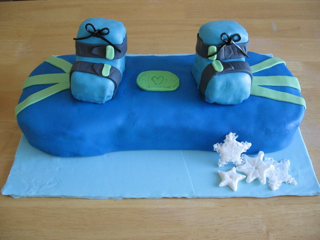 [snowboard cake]