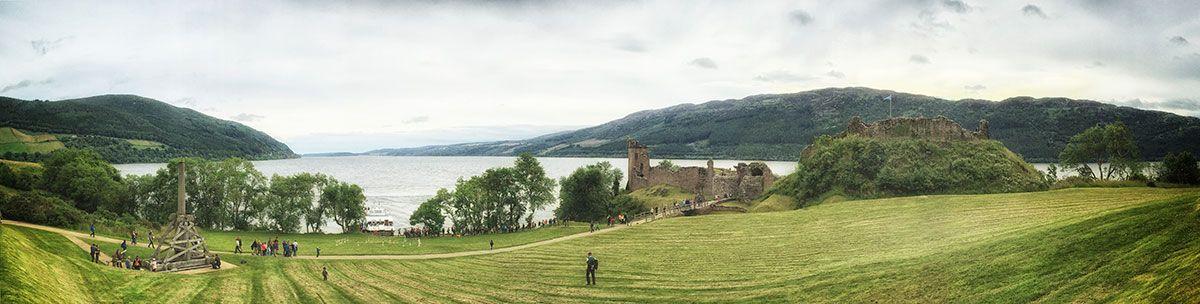 Skotlannissa valtavan Loch Ness -järven rannalla sijaitsevilla Urquhartin linnan raunioilla kannattaa poiketa.