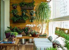 jardim-vertical-suspenso-paisagista-Odilon-Claro-Anni-Verdi-varanda-apartamento (Foto: Edu Castello/Editora Globo)