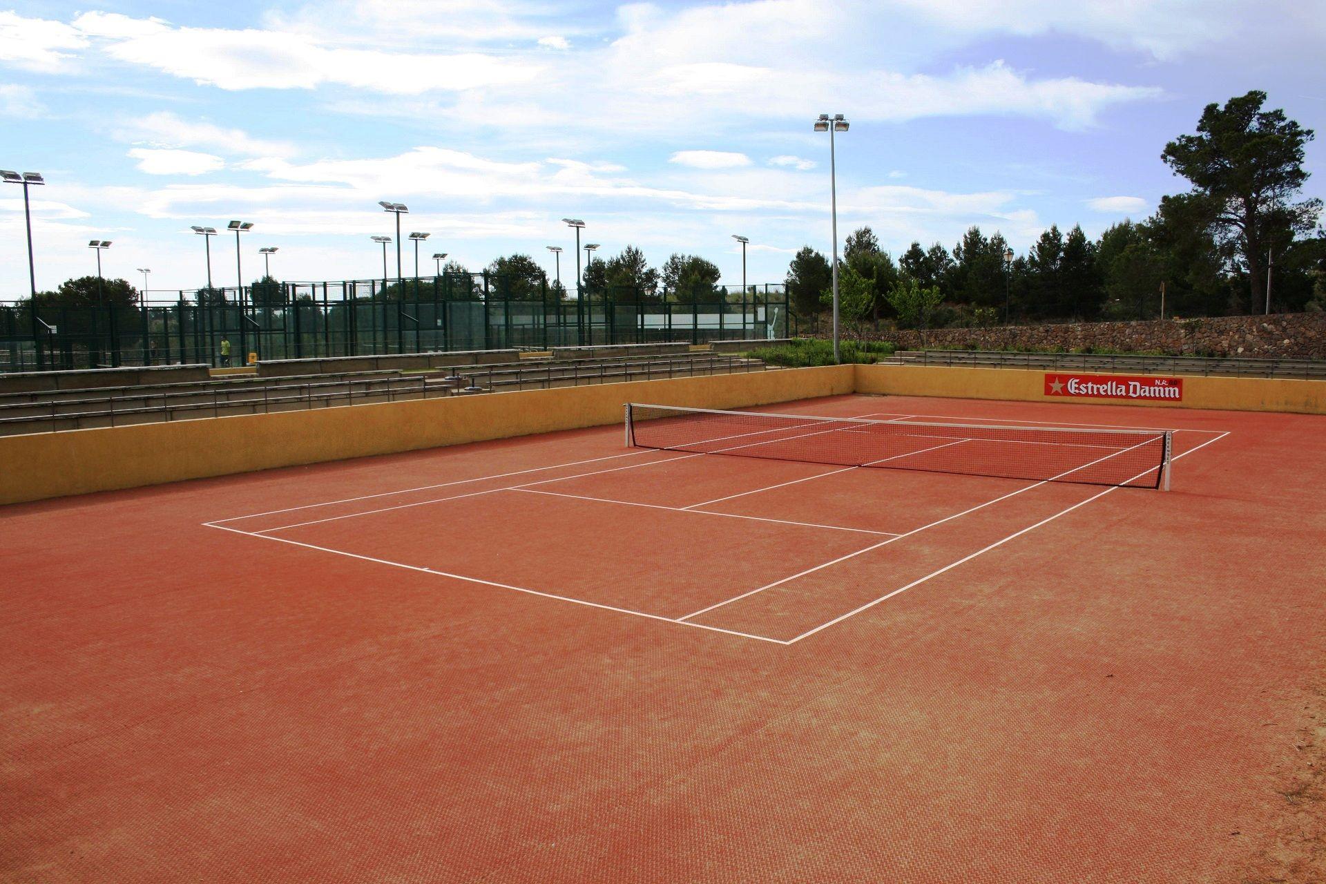 Terrain de tennis - club sportif de Bonmont - villa Marigolf | Golf ...