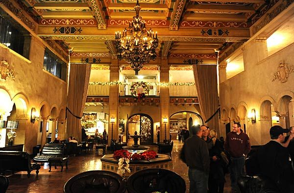 The spanish style roosevelt hotel 7000 hollywood blvd for Roosevelt hotel san diego