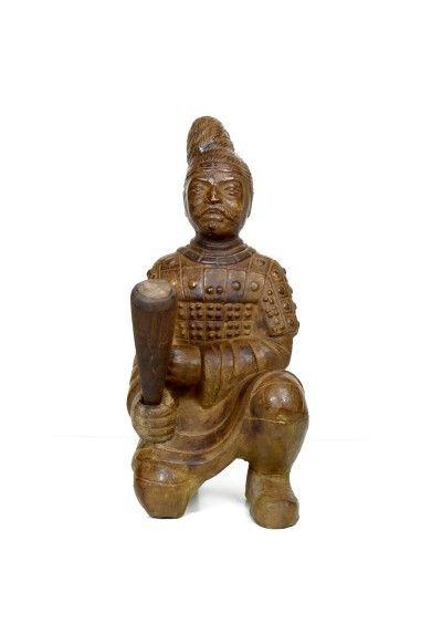Figura de buda de rodilla con majo en la mano. Fabricado en terracota color  marrón f233fedfd75
