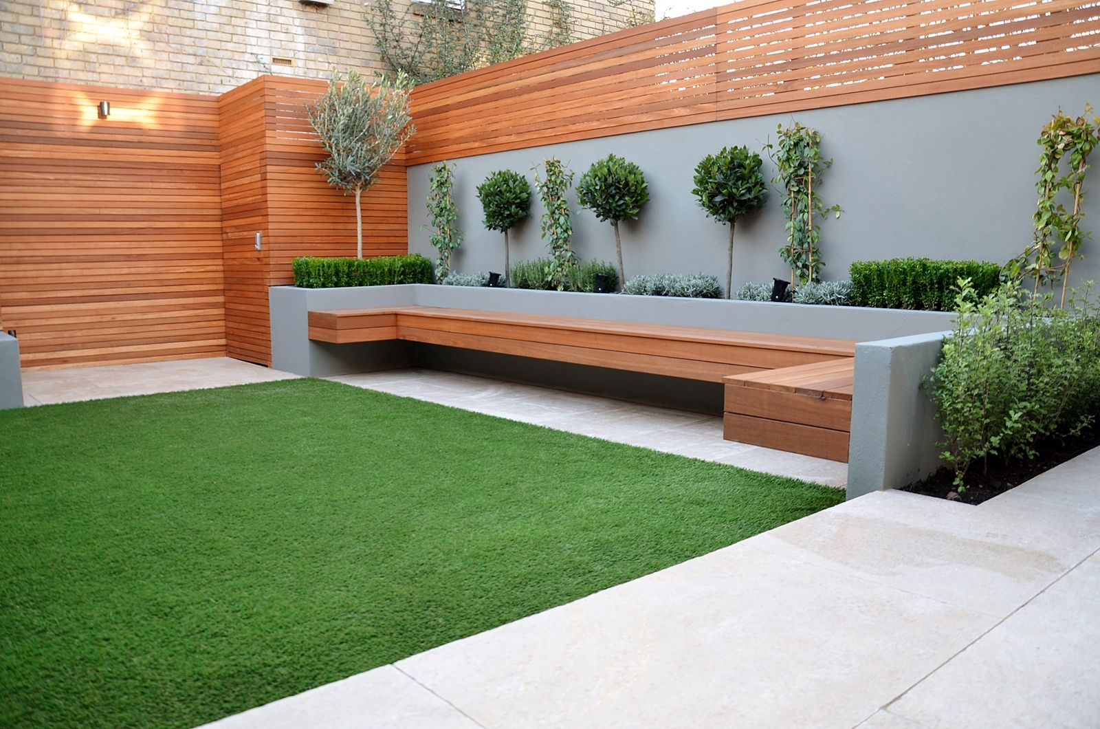 Modern low maintenance garden design clapham london for Small backyard garden design