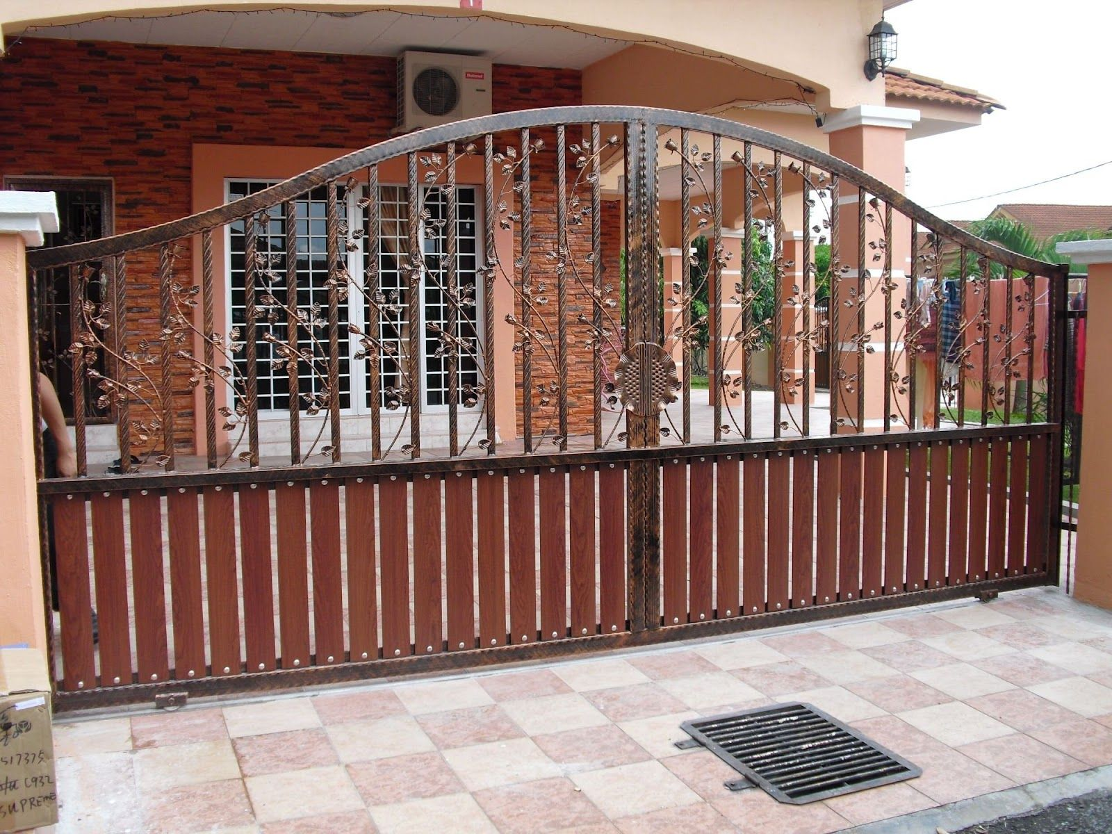 Western metal gate entrances house gate designs for Door gate design