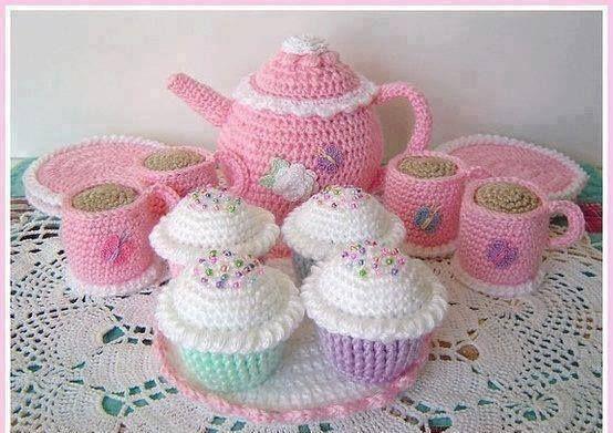 tığ-işi-örülmüş-kız-bebekler-için-örgü-oyuncak-modelleri.jpg (554×391)
