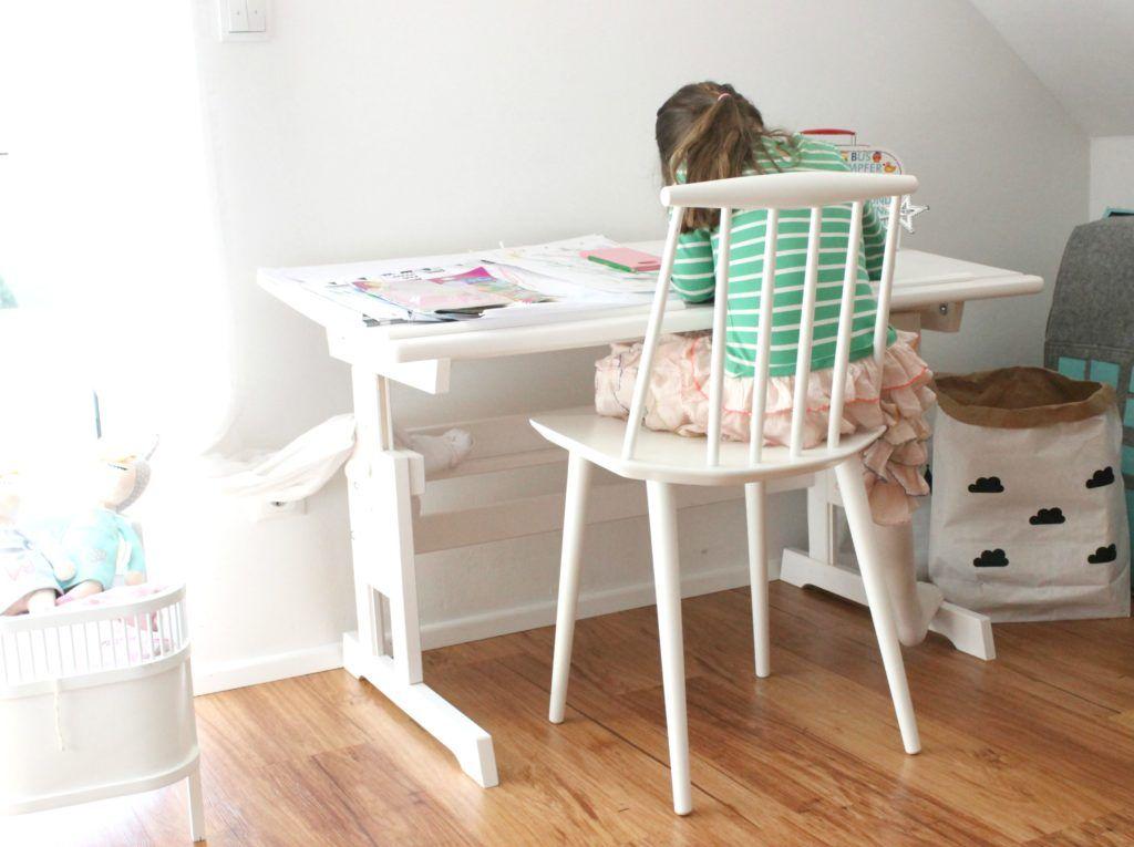 Interior der neue Schreibtisch im Kinderzimmer