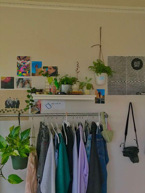 IRIS USA Metal Garment Rack with 2 Wood Shelves, B