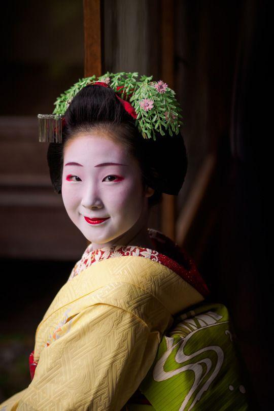 maiko 舞妓 Toshiemi とし恵美 Miyagawacho 宮川町 KYOTO JAPAN