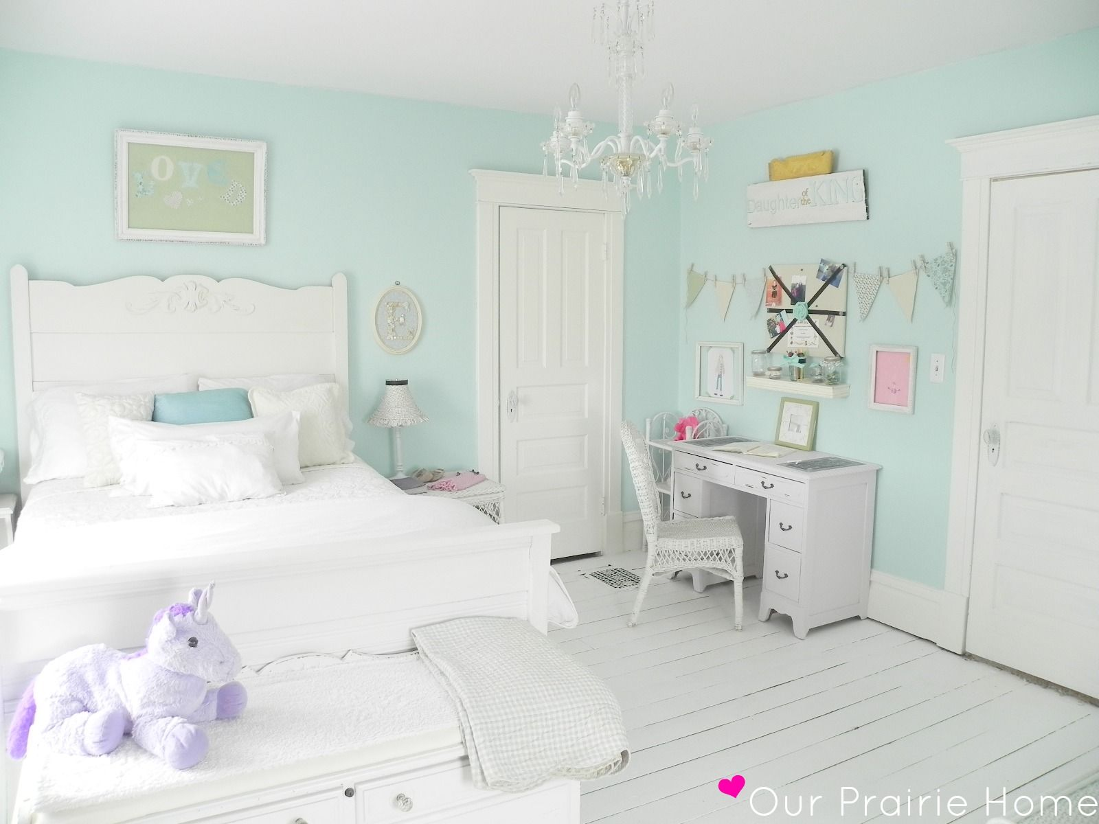 mint girl's room...I want to do C's room with white-washed ...