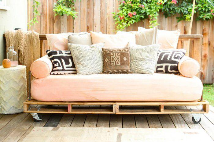 Loungemöbel balkon selber bauen  schönes sofa aus paletten selber bauen - moderne gartenmöbel ...