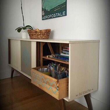 Buffet vintage dans décor de style loft avec caisse en bois et