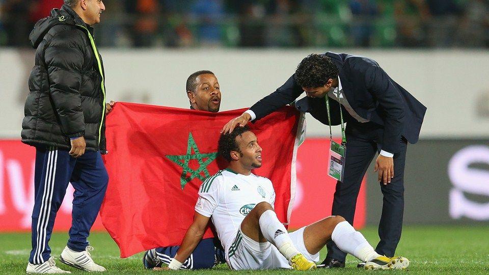 Agadir, Marruecos - 14 de diciembre: Issam Erraki de Raja Casablanca celebra do victoria porción 2-1 en el Barrio de la Copa Mundial de Clubes d ...