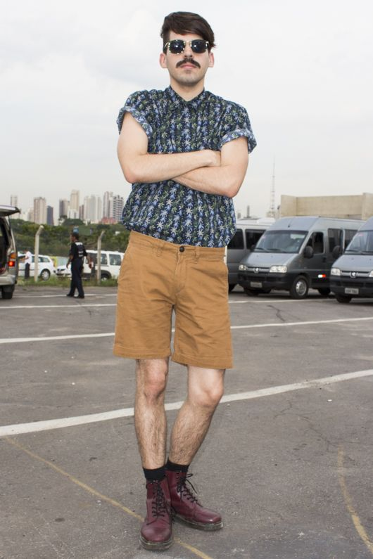 street style SPFW Inverno 2013 masculino - Mateus Carrilho - dr Martens + estampa