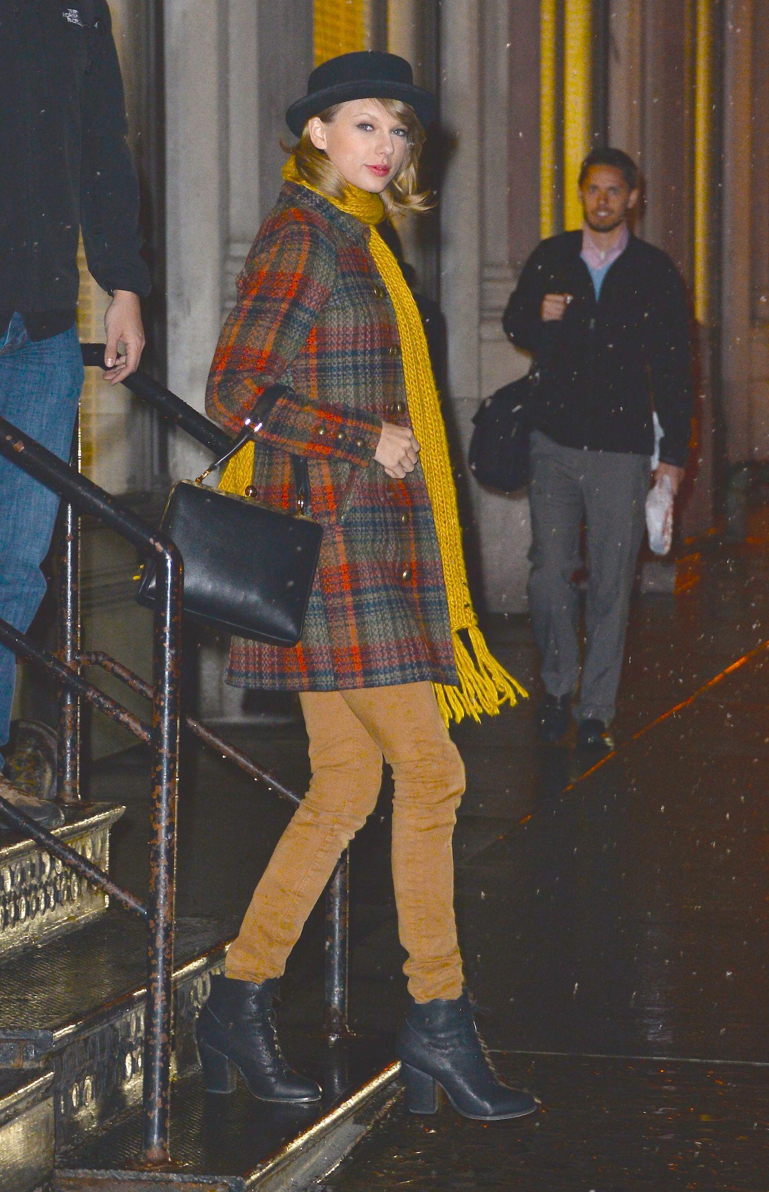 Leaving her apartment | New York | December 10 2014 ...