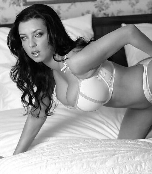 Ewa Sonnet Posing On Soft Bed