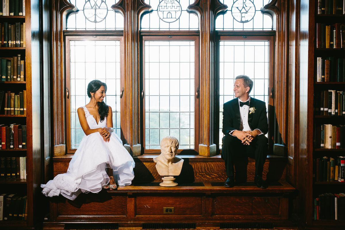 Gomathi And Jeremi S August Wedding Was Beautiful And Classic In Every Sense Of The Word With Much Of Their Chicago Wedding Library Wedding Wedding Photoshoot