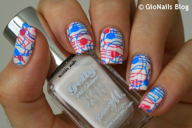 Geometric Nails ~ base polish Barry M 'Coconut' stamped with image plate Apipila 01 and a pink stamping polish by Konad. Then stamp over the pink, inverting the position of the pattern, using #5 Turquoise by Mundo de Uñas. ~ by GioNails