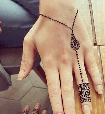 125 Stunning Yet Simple Mehndi Designs For Beginners #hennadesigns