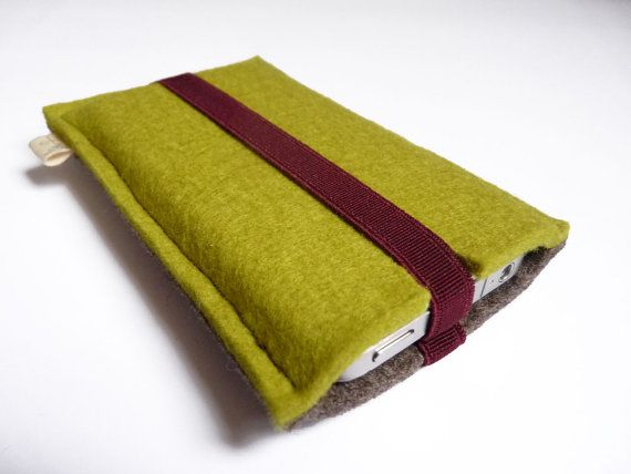 Case iPhone 4 iPhone 4S ecological wool felt dark brown-grey and green with rubber Bordeaux