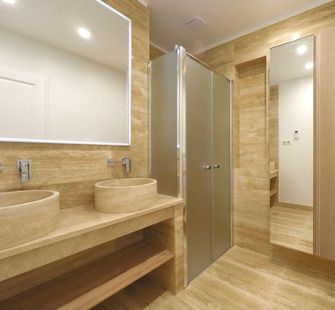 salle d 39 eau travertin naturel deux salles d 39 eau pinterest travertin eaux et salle. Black Bedroom Furniture Sets. Home Design Ideas