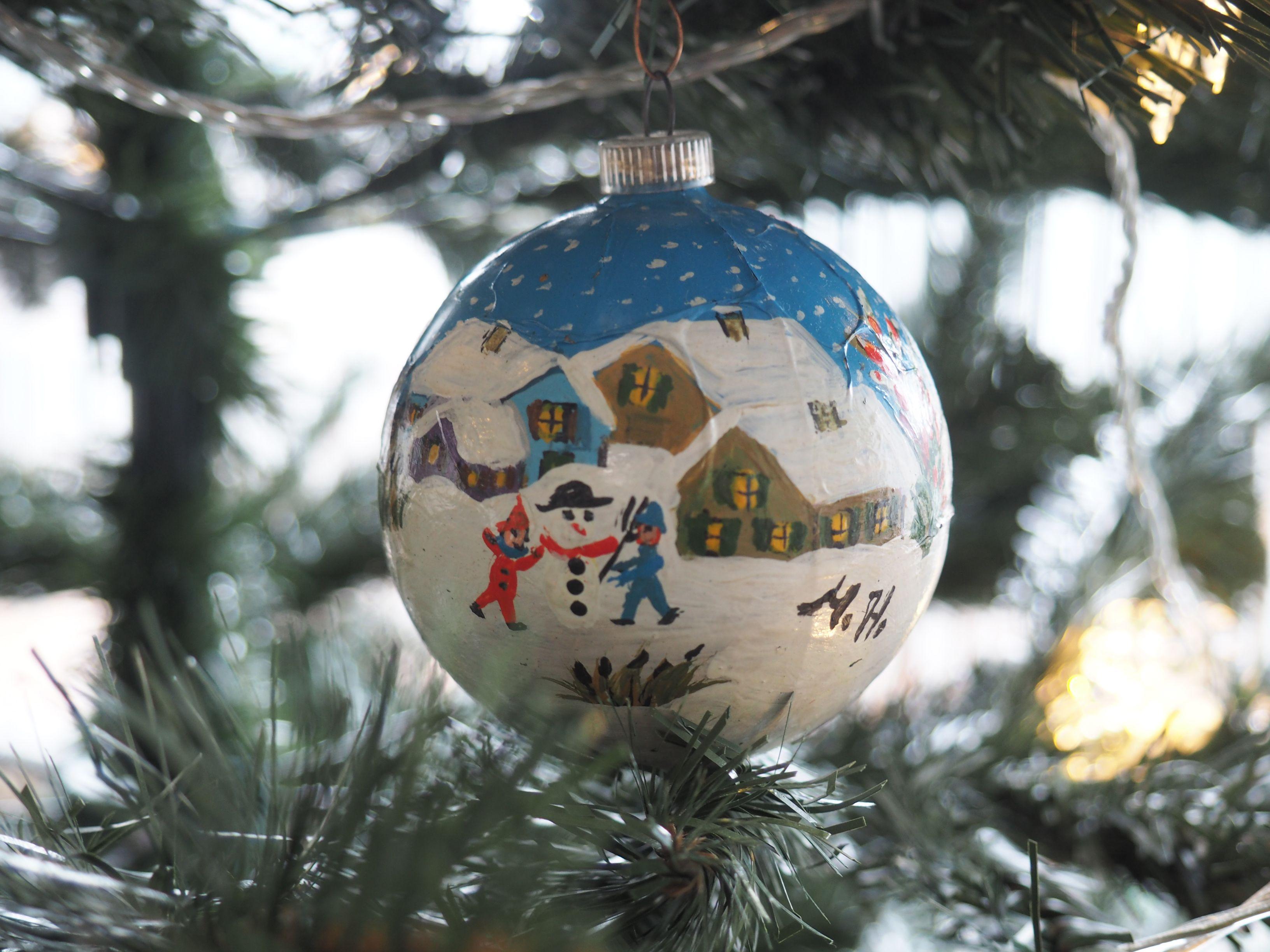 Handbemalte Christbaumkugeln.Handbemalte Christbaumkugeln Ihatemonday Christmas Bulbs