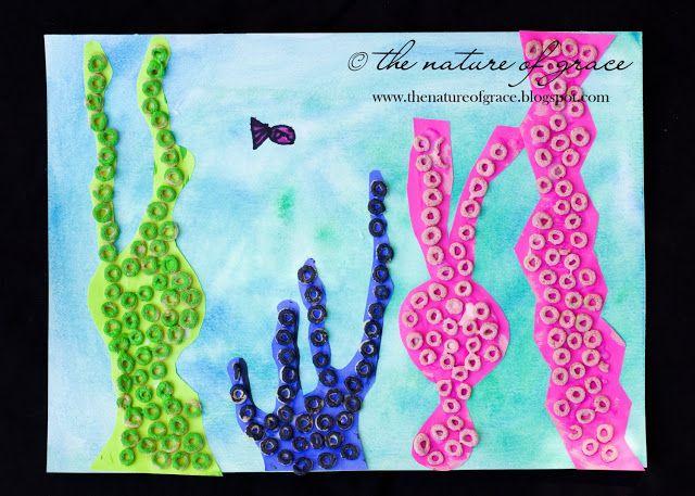 Idea: individuales con algas en relieve, hechas de papelitos brillantes o fluorescentes, doblados en bolitas.