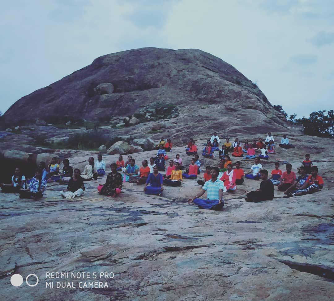 mass meditation . . Trekking Chinna Iyvar malai is simply a blissful feeling. #trekking #climbing #h...