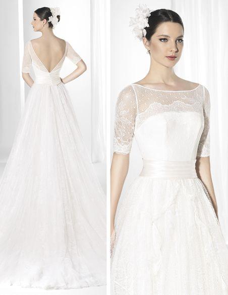 traje de novia en chantilly francés y plumeti con falda voluminosa