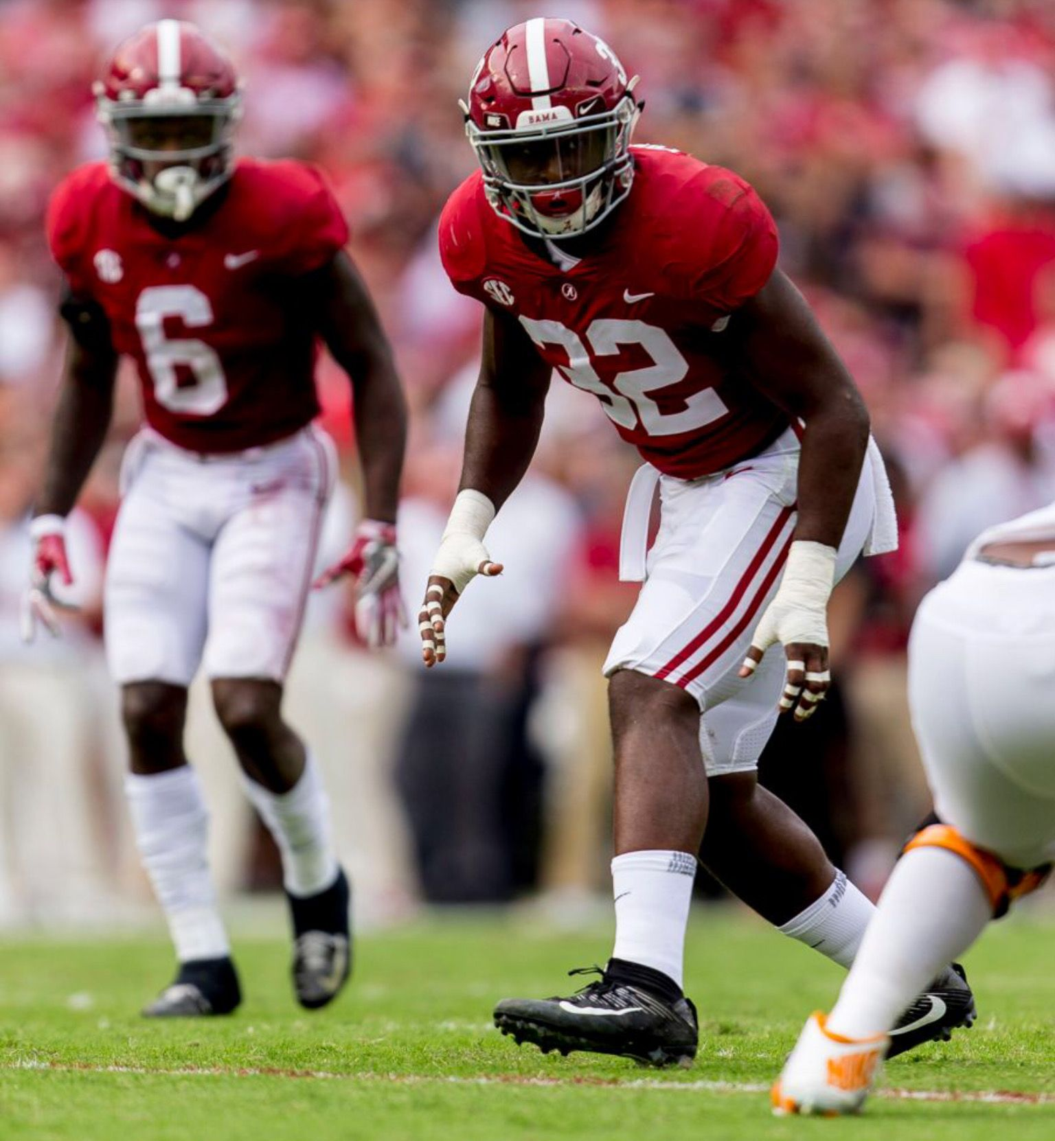 Alabama Linebacker Rashaan Evans 32 Lines Up On The Edge During The First Half Of The Alabama Vs Tennessee Sec Alabama Vs Alabama Crimson Tide Sec Football