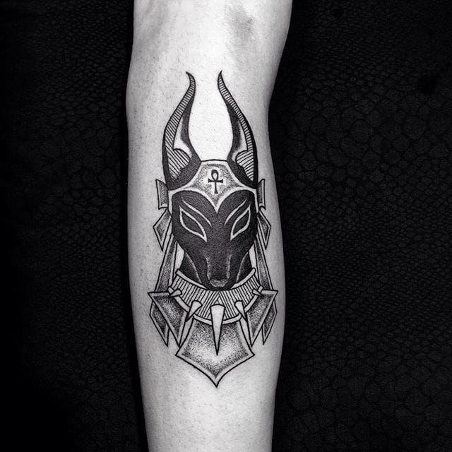 16 Powerful Anubis Tattoo Designs With Meaning Anubis Tattoo Egyptian Tattoo Tattoos For Guys
