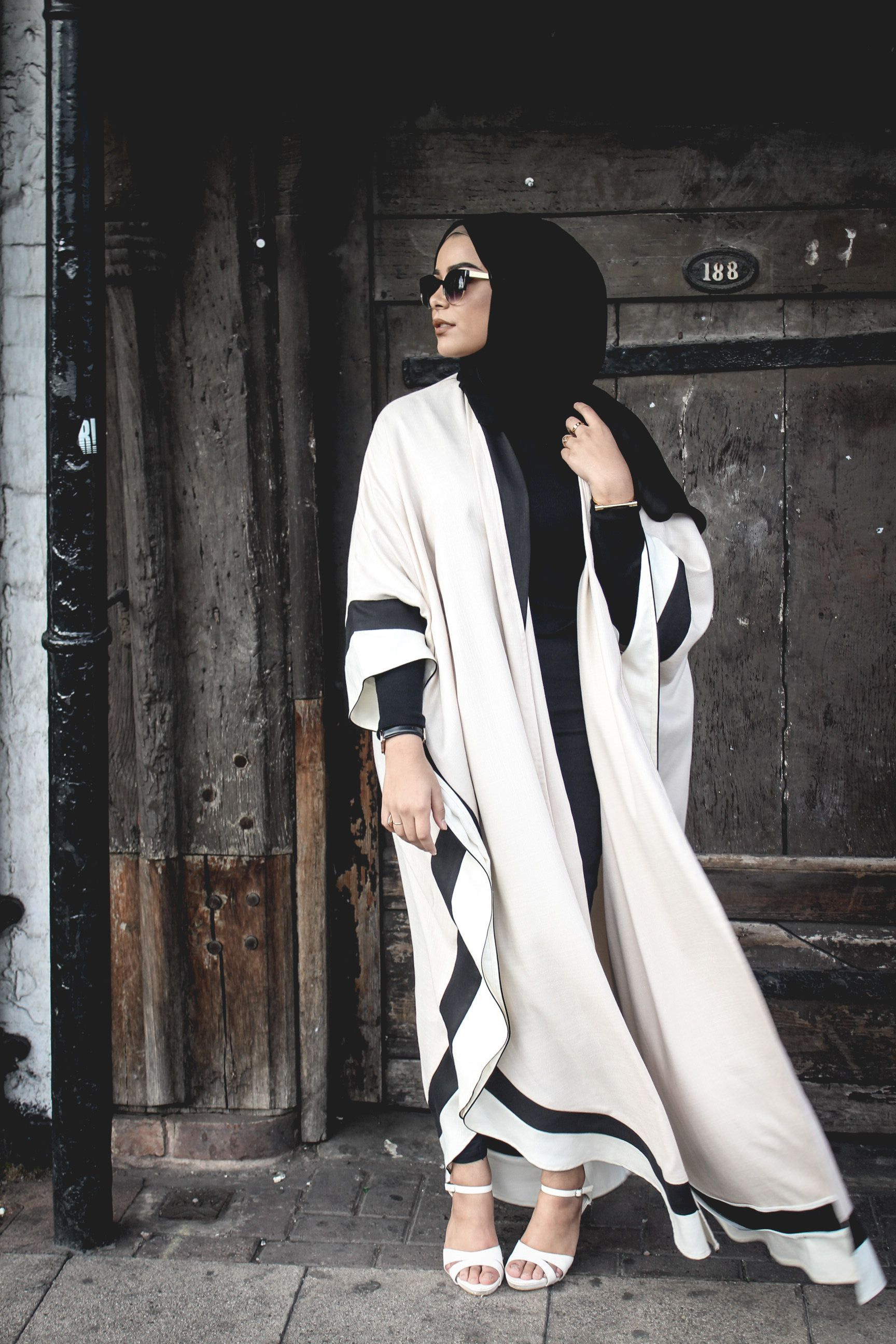 Hey loves! I'm sure many of you by now have seen this new open abaya style that has become very popular, especially in the Gulf. I was sent these stunning bespoke designs from the very talented @_leenaz who specialises in making these designs. I'm completely in love with both of them, they're so elegant and regal! …