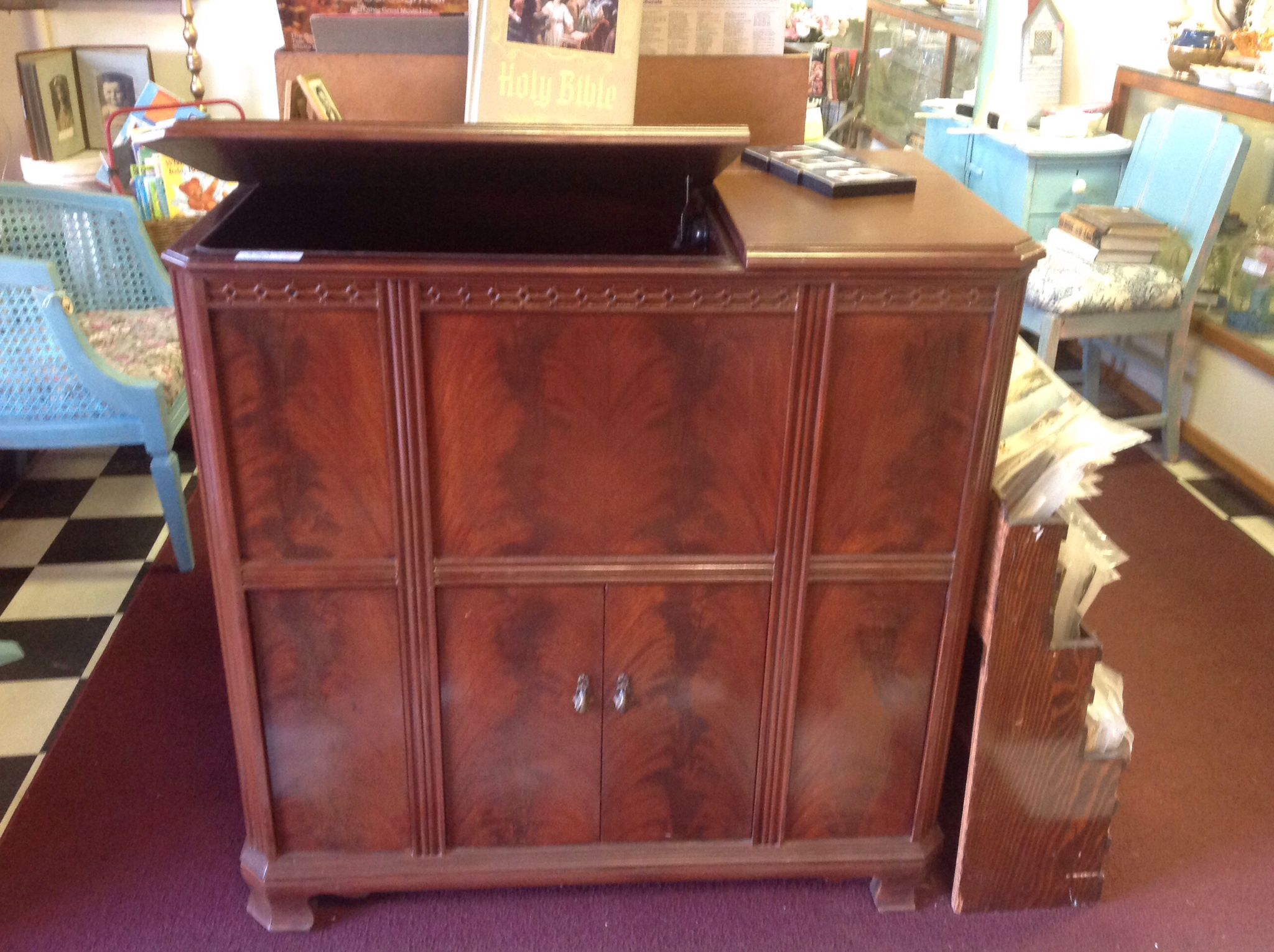 Old Working Capehart Radio and Records Player Cabinet