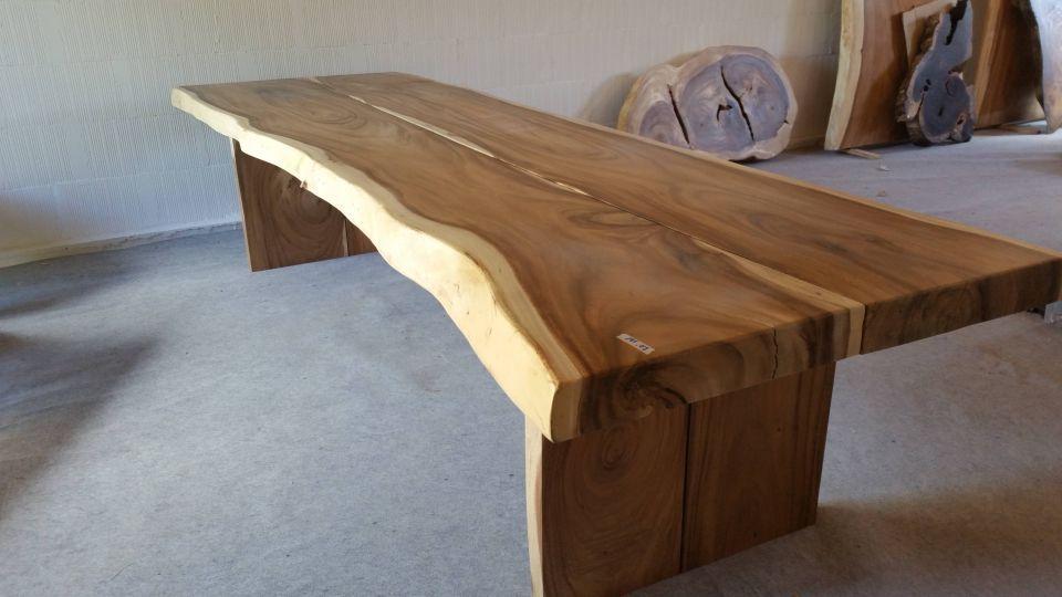 Table En Bois De Suar De Grande Longueur Composee De Deux Plateaux
