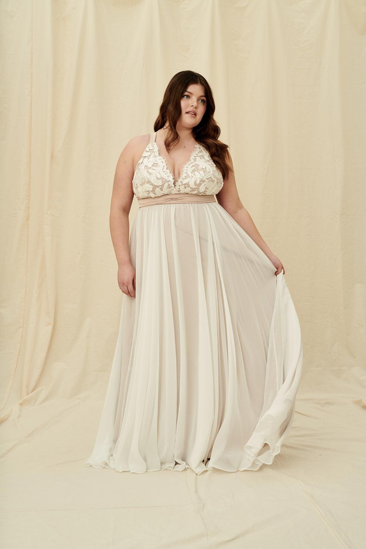 Truvelle Carrall Curve A Modern Plus Size Wedding Dress With A Plunging Neckline Featuring Satin Wrap Ties And Wedding Dresses Wedding Dress Shopping Dresses [ 1800 x 1200 Pixel ]