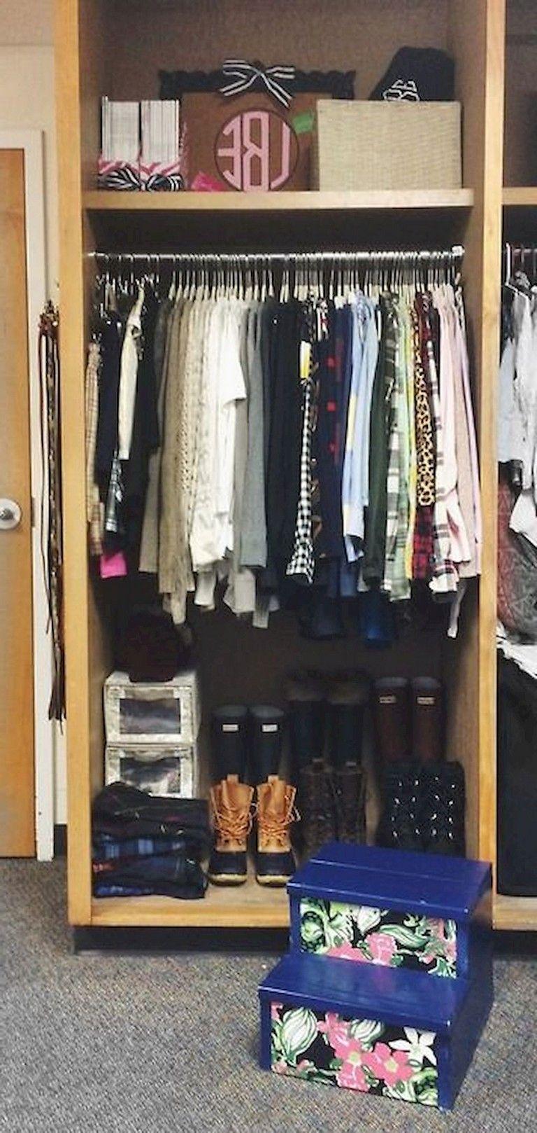 Organizing for Dormtips a small closet foto
