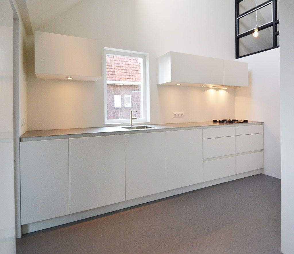 Keuken met RVS werkblad van 4mm en achterwand via Dekker ...