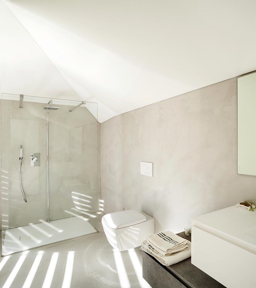 badkamer met een lichte betonlook afwerking betonlook stucwerk waterdicht naadloos