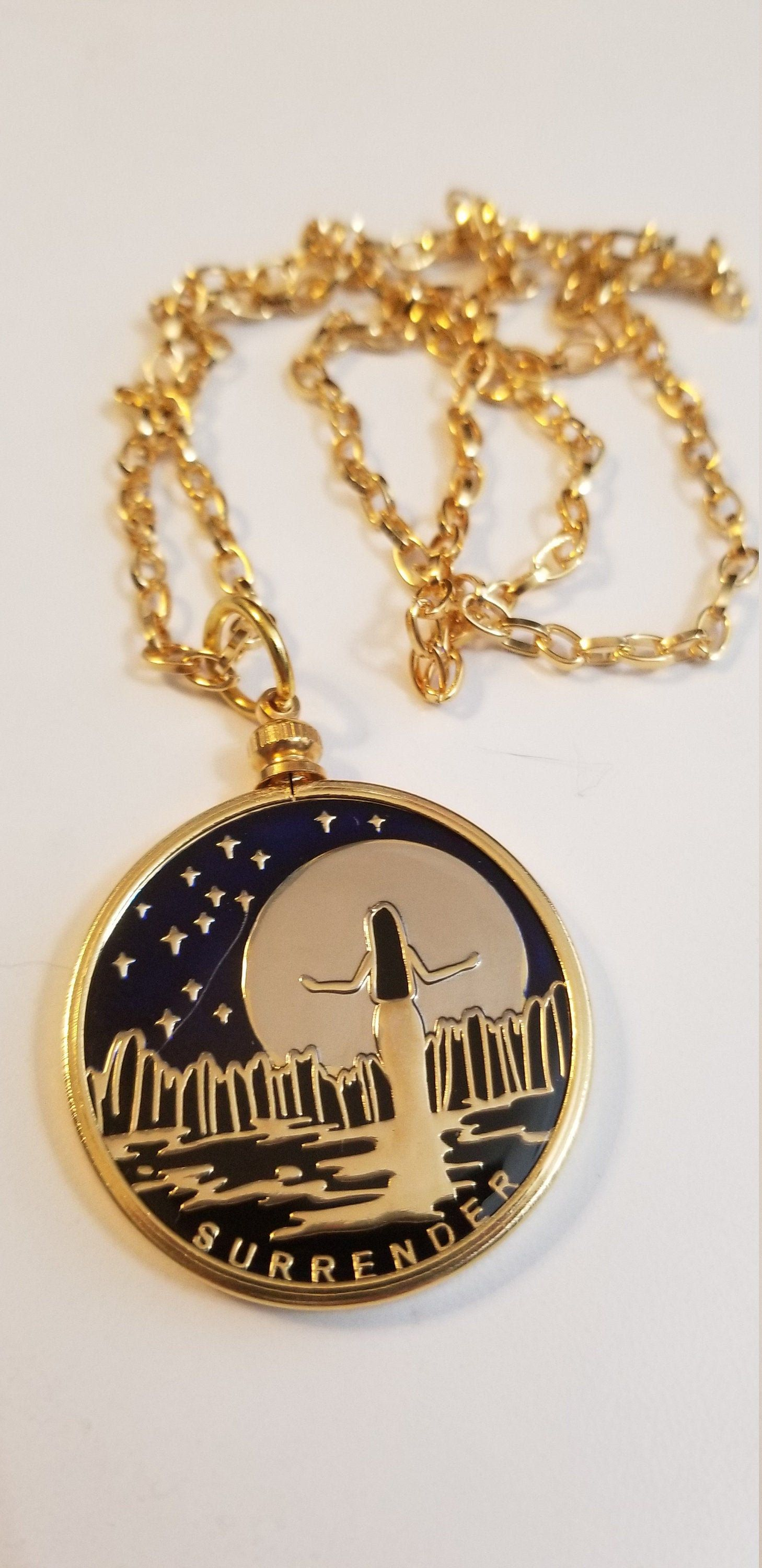 Womens Gold Pendant Necklace With Surrender Recovery