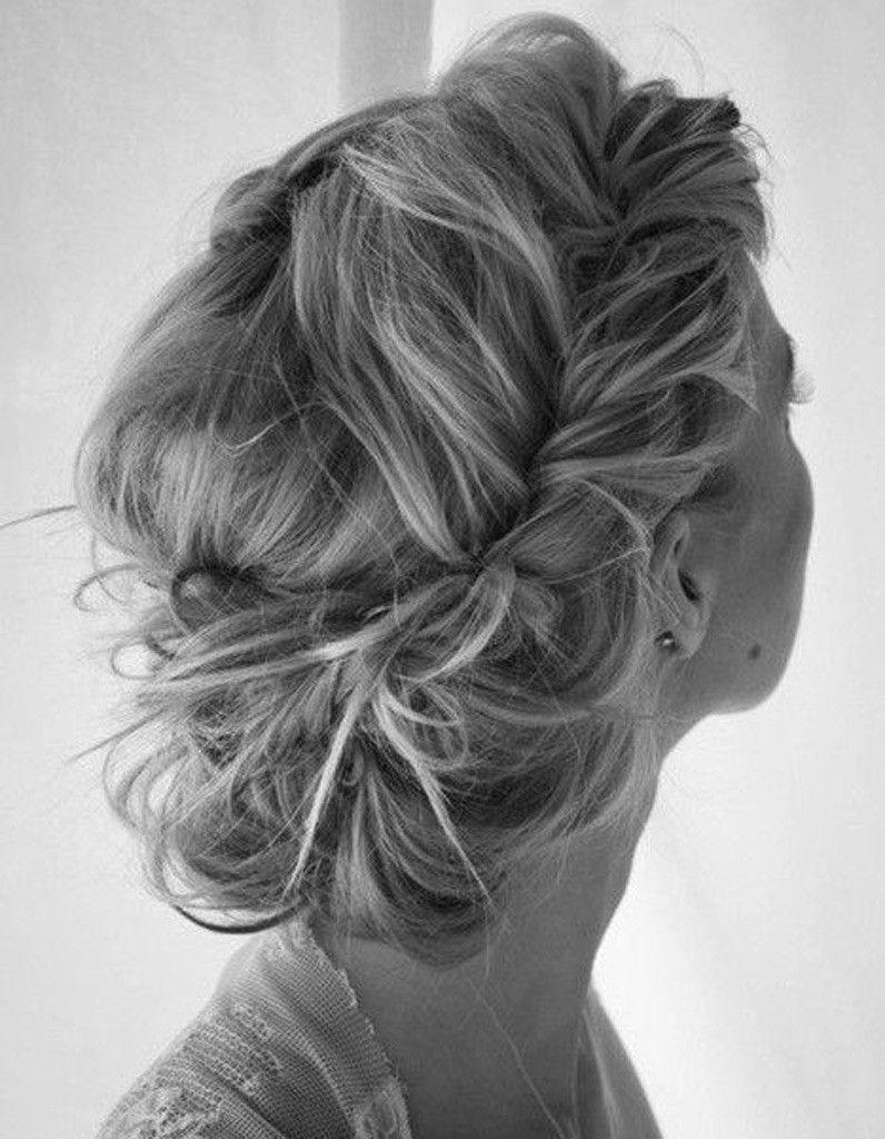 Coiffure cheveux boucles mi long attache