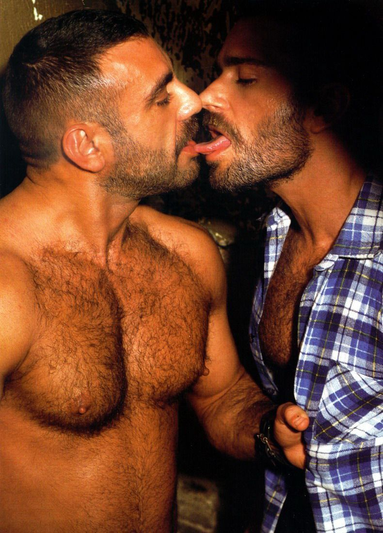 Hairy Kissing 12