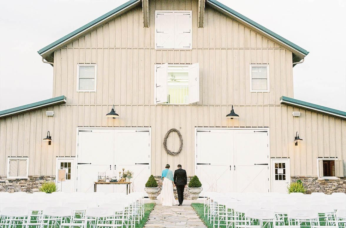 2017's Most Stunning Barns Across The USA | Barn wedding ...