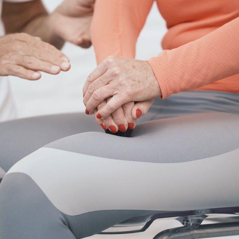 Knieschmerzen: So einfach kannst du sie wegdrücken..