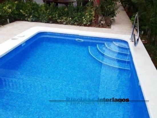 Piscina de 6 x 3 y accesos por escalera en abanico for Escaleras para piscinas de obra