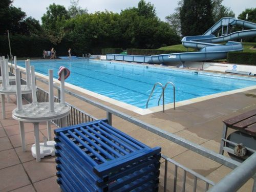 Haltwhistle outdoor pool near hadrian 39 s wall uk lidos outdoor pool outdoor swimming pool for Outdoor swimming pools in england