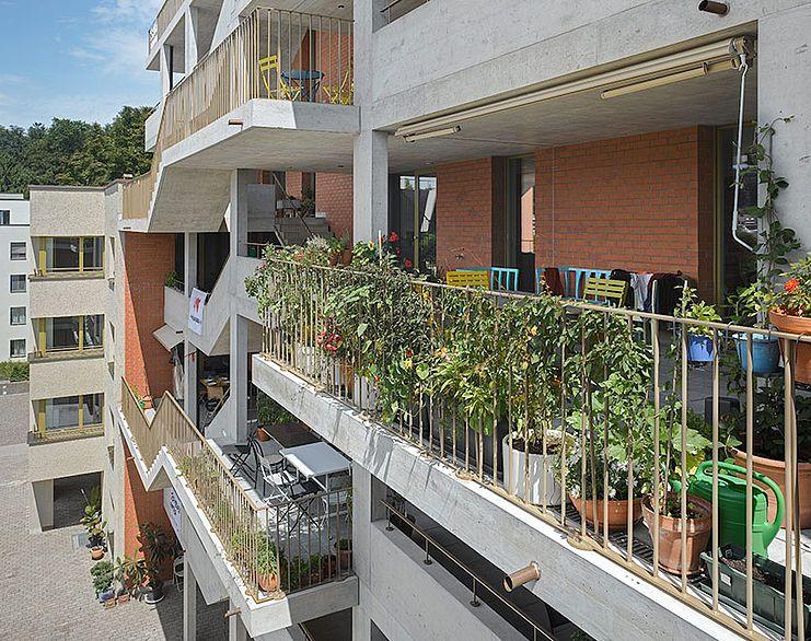 Adrian streich architekten wohn berbauung kraftwerk 2 fassaden pinterest laubengang - Treppen architektur ...