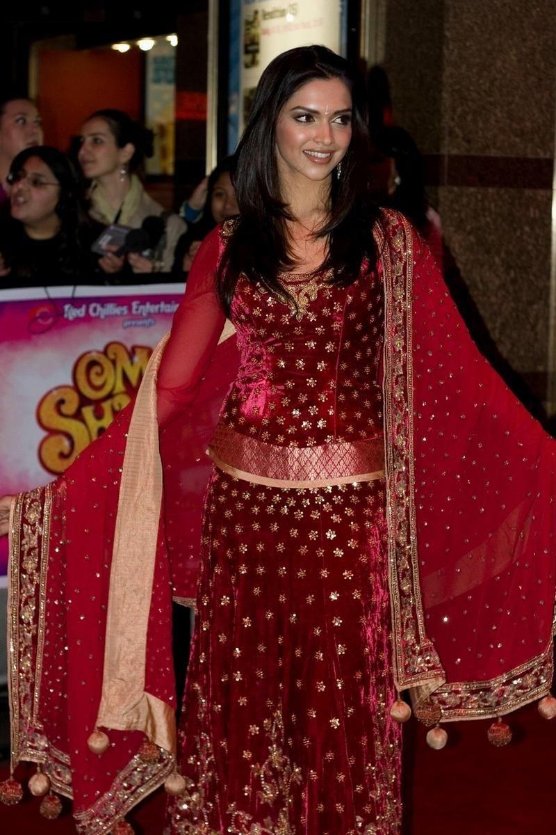 Deepika Padukone Dresses Of Om Shanti Om | Deepika ...