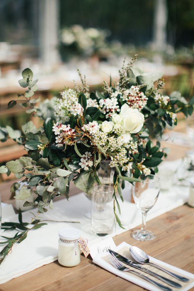 An Elegant Modern Vintage Wedding With A Marquee Reception Chic Vintage Brides Modern Vintage Weddings Wedding Floral Centerpieces Chic Vintage Brides