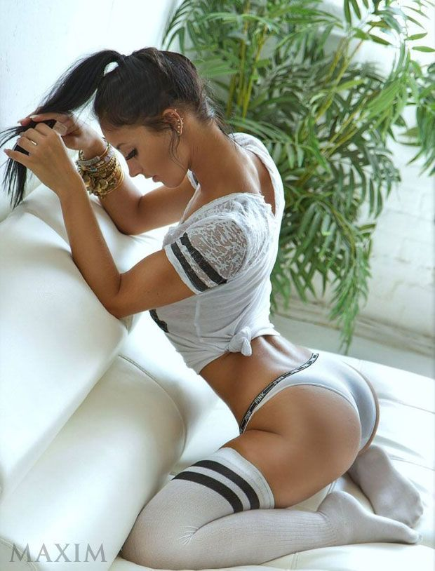Clara morgane hot and sexy curve nude pics